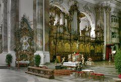 Ottobeuren - das Chorgestühl mit Heilig-Geist-Orgel