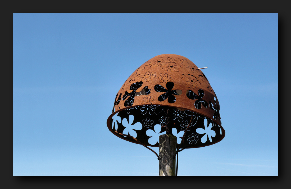 Outlandish lantern in Rietland