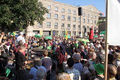 *P* 19.7.10 Stuttgart K21 prophetische Rede zu TURMBAU zu BABEL vor Nordflügel HBF 19.7.2010