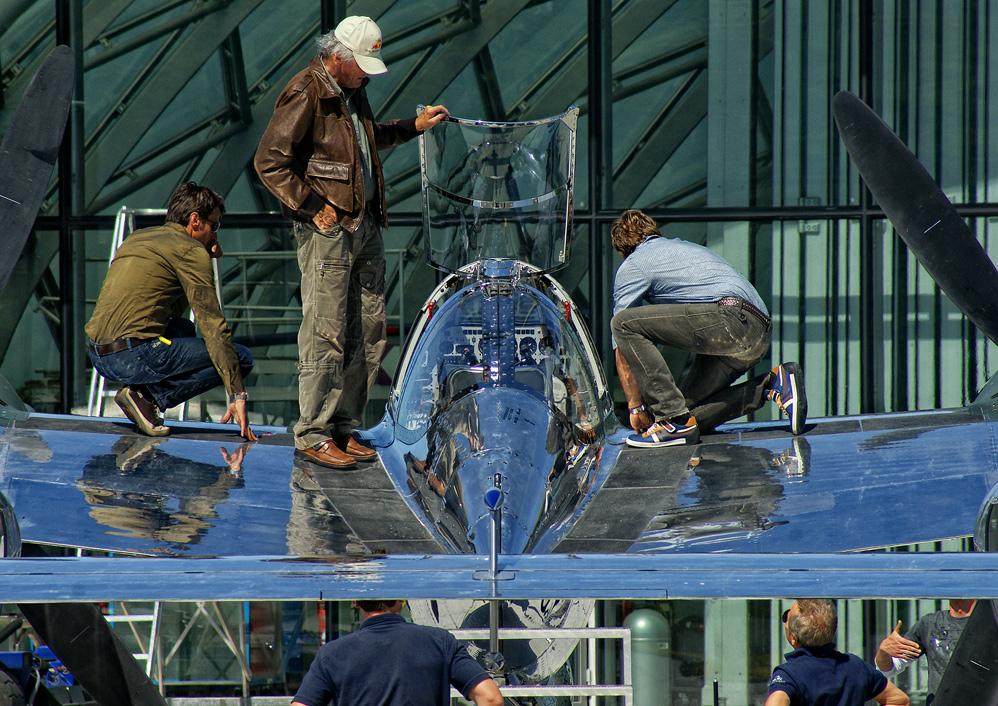 - P 38 Lightning plus Crew -