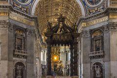 Päpstlicher Hochaltar im Petersdom in Rom