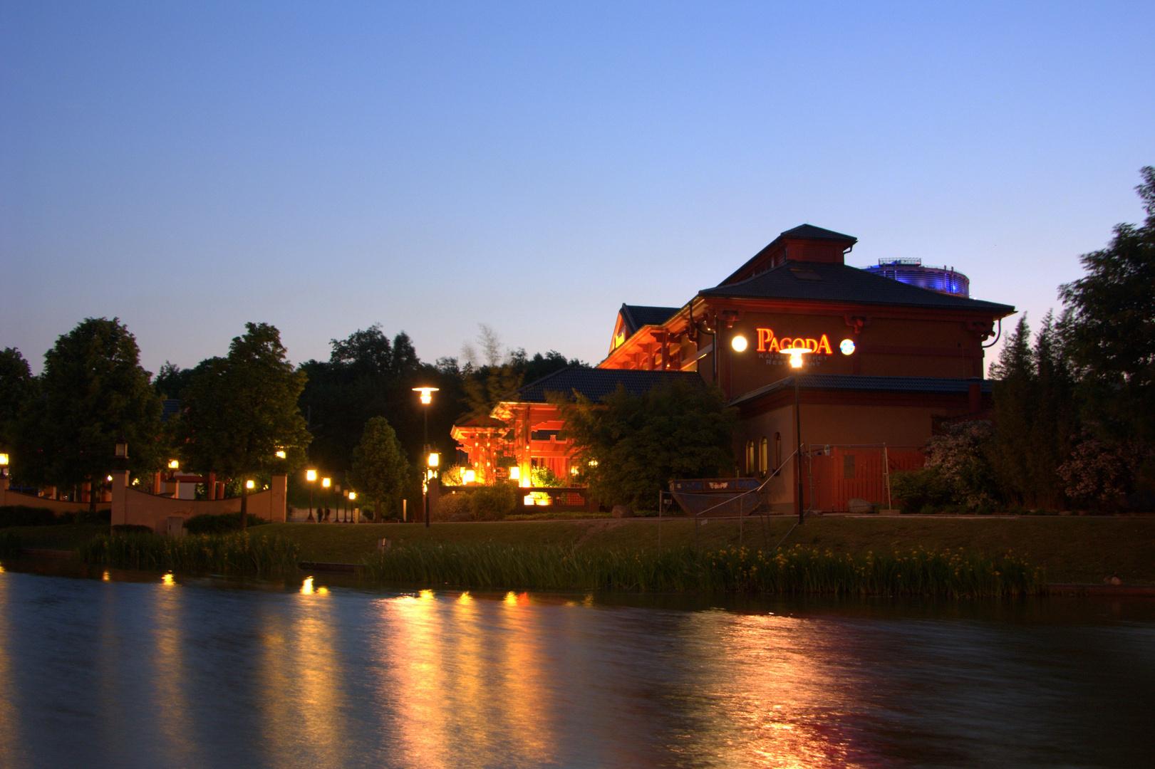 Pagoda bei Nacht