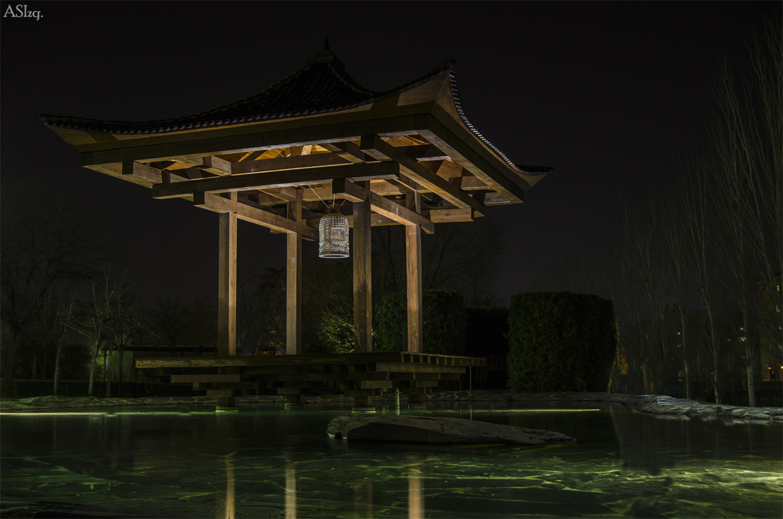 Pagoda con campana-Nocturna.
