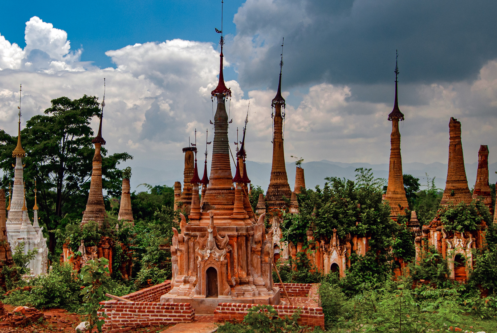Pagoda forest in Shwe Inn Dein