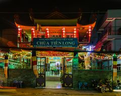 Pagode Tien Long bei Nacht