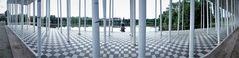PAN 180Grad Sauelenhalle V2 vor See und Statue J5