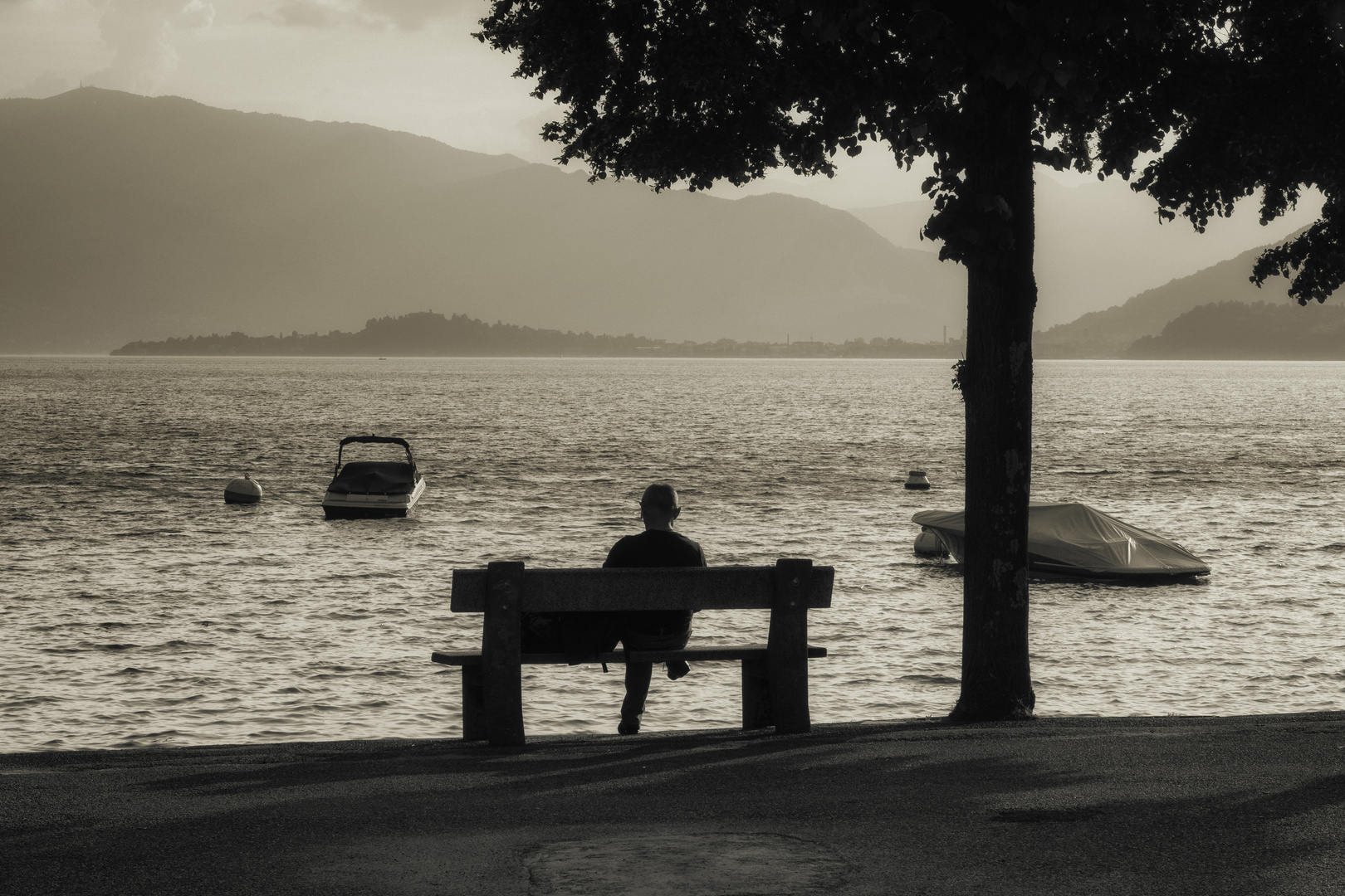 Panchina sul lago