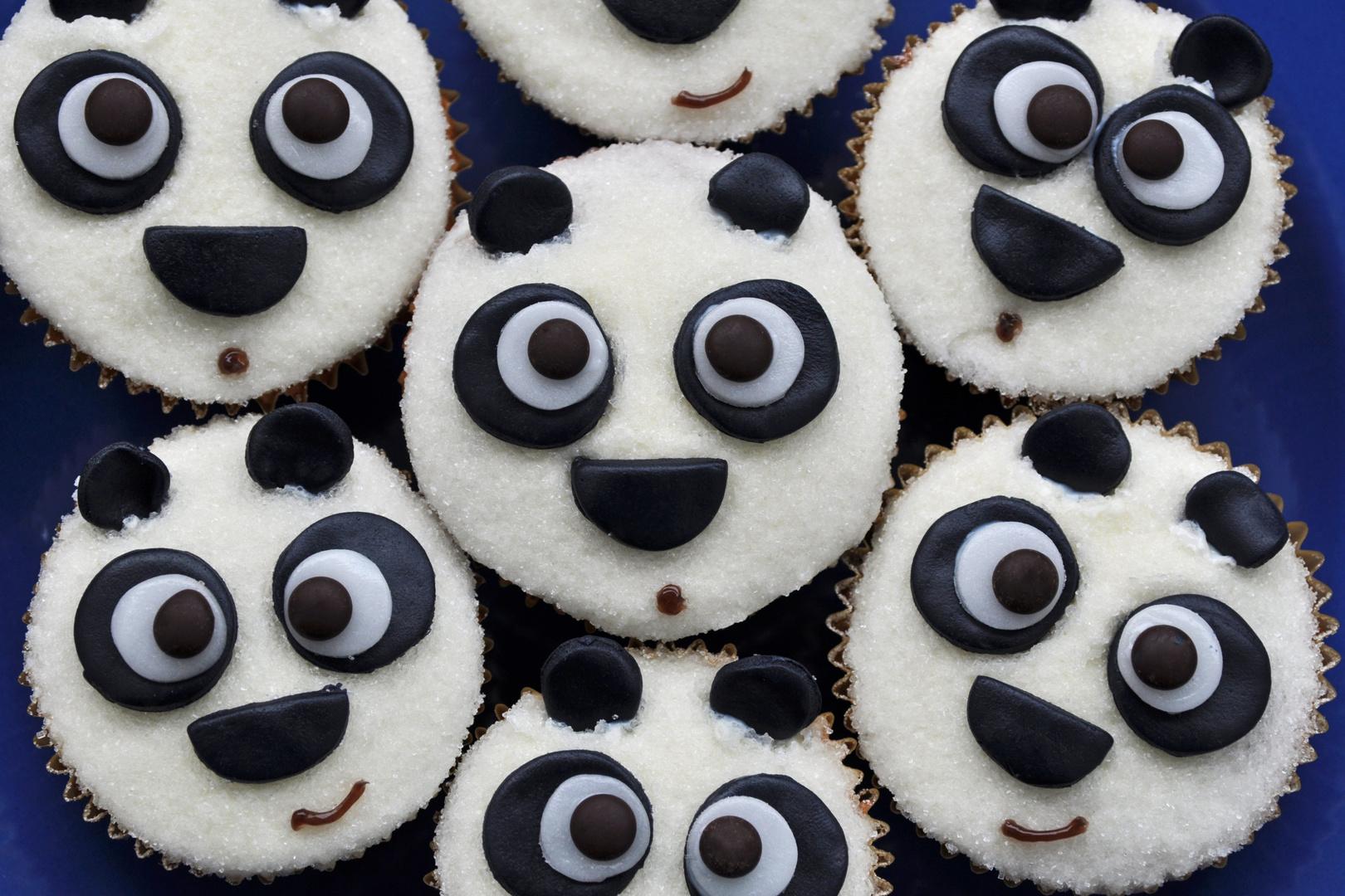 panda cupcakes foto bild stillleben essen trinken geb ck bilder auf fotocommunity. Black Bedroom Furniture Sets. Home Design Ideas