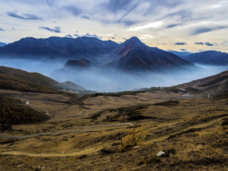 Panorama dal Colle delle Finestre verso Pian dell' Alpe e Strada dell' Assietta