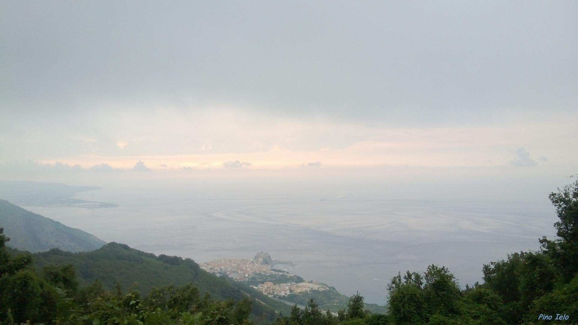 panorama dello stretto di Messina visto da Melia di Scilla (RC)