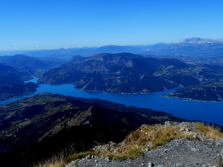 Panorama du lac de Serre-Ponçon vu du Pic de Morgon (2324m.)