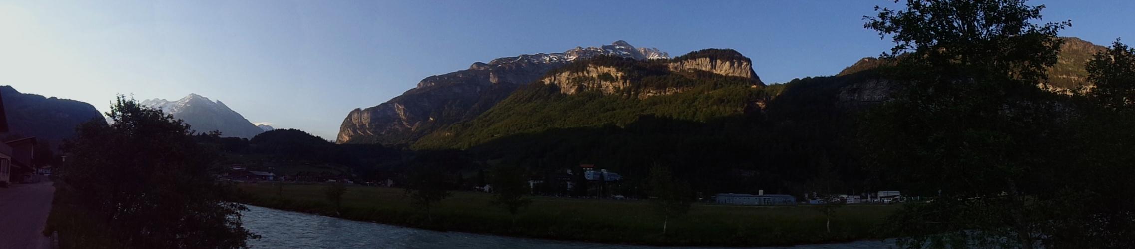 Panorama Foto mit Bergen