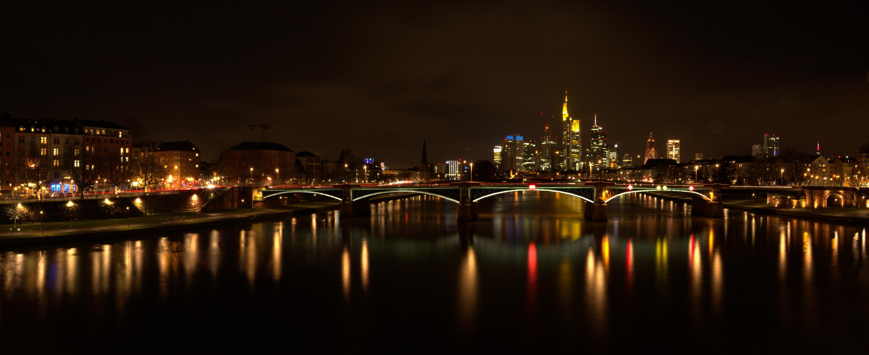 Panorama Frankfurt bei Nacht