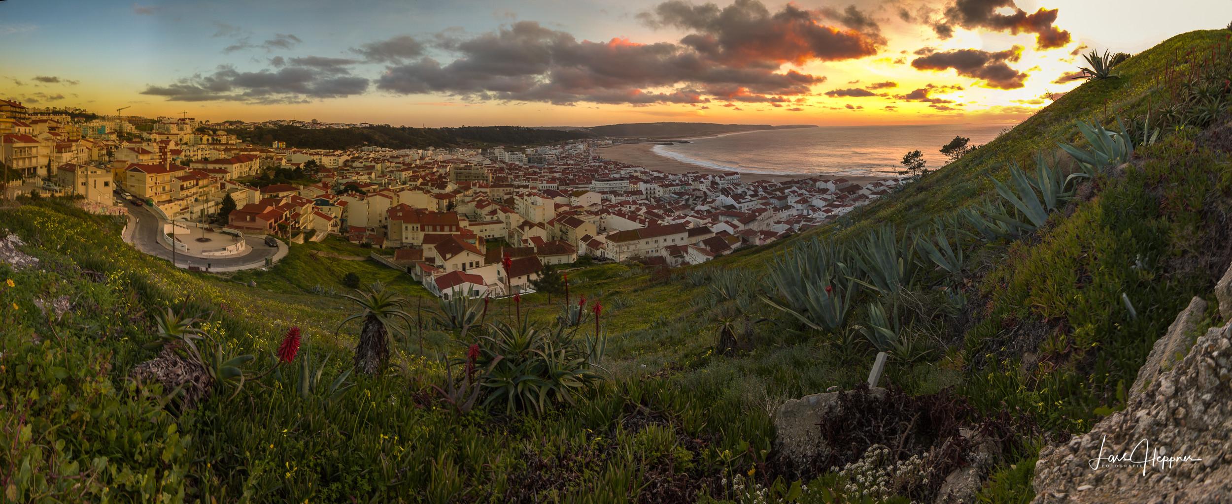 Panorama: Über den Dächern von Nazaré (Portugal)