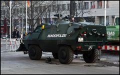 Panzerwagen Besuch Peres