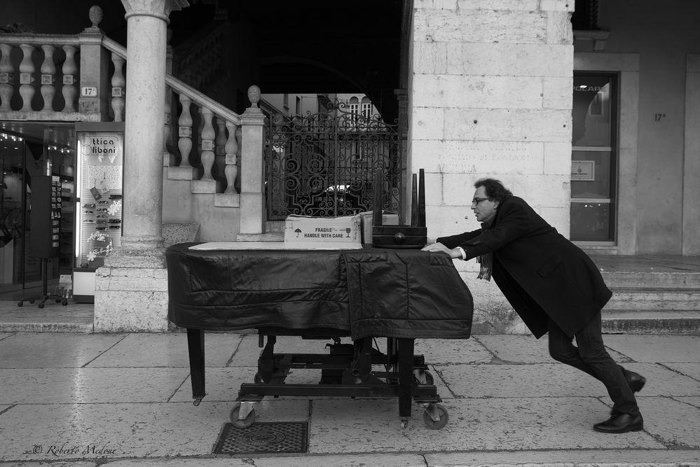 """Paolo Zanarella, """" Il pianista fuori posto """""""