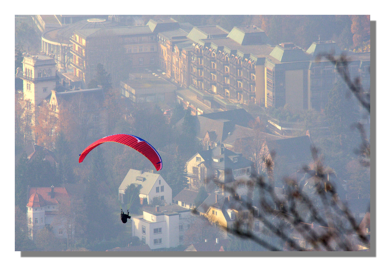 Paraglider über Baden-Baden