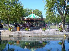 parco sul lago della citta di Annecy in savoia