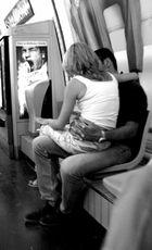 Pareja en el metro de París