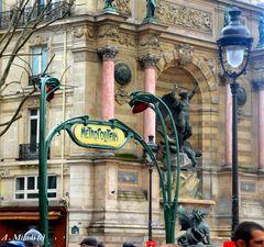 Paris ( Arrêt du métro à la place Saint Michel )