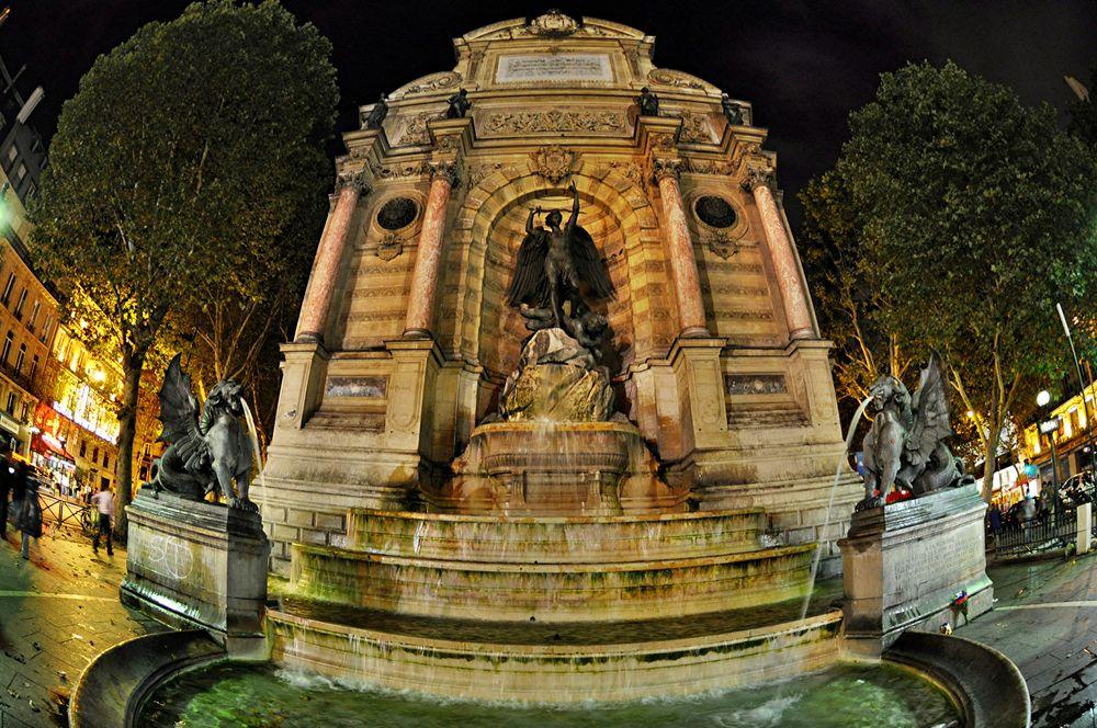 Paris . Fontaine Saint-Michel