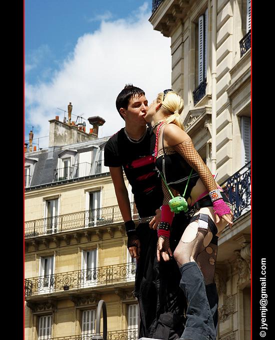 Paris Gay Pride. Le Baiser