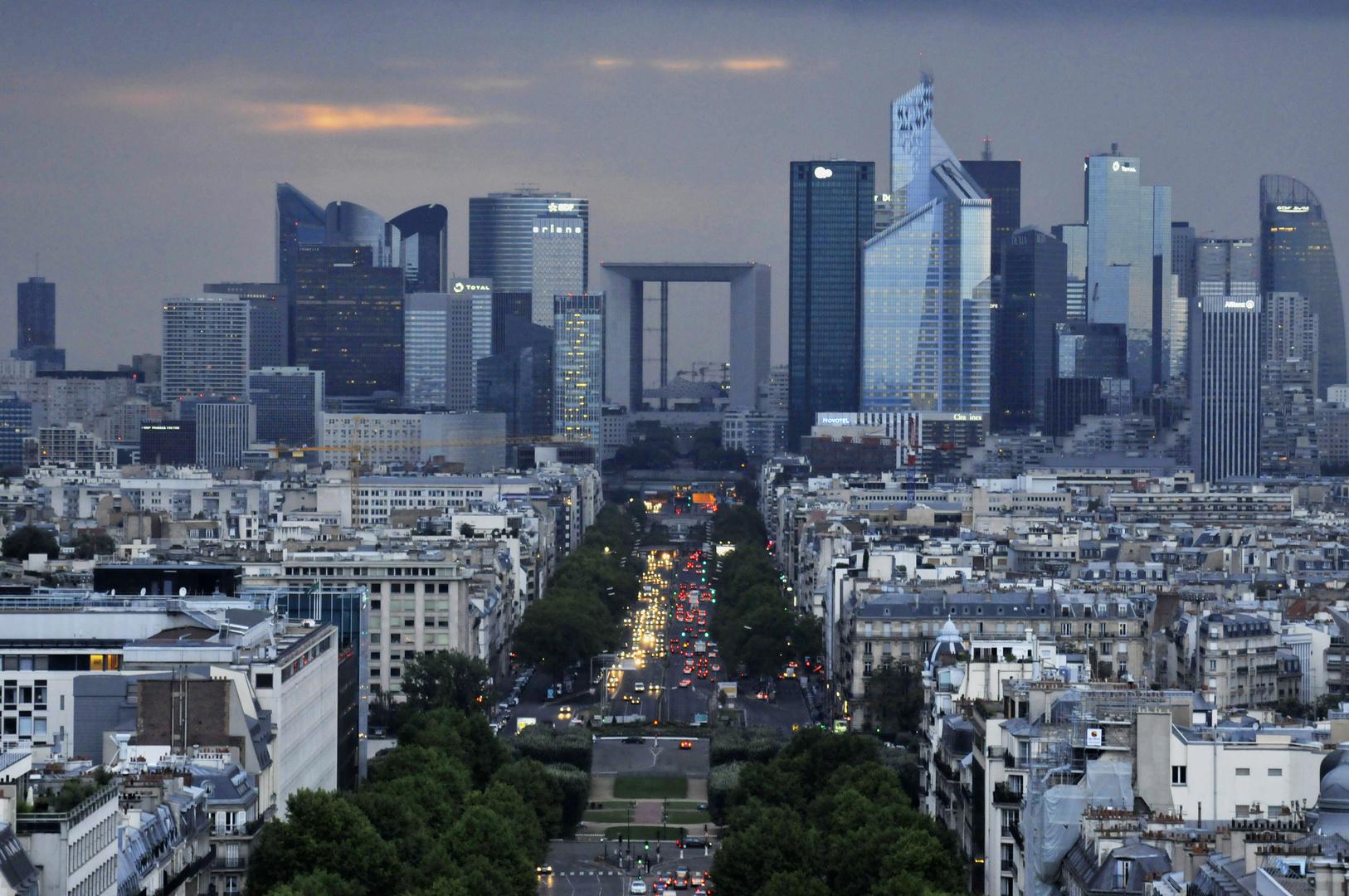 Paris: La Défense  -betrachtet vom Triumphbogen-