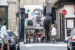 PARIS REKLAME und PASSANTEN  street