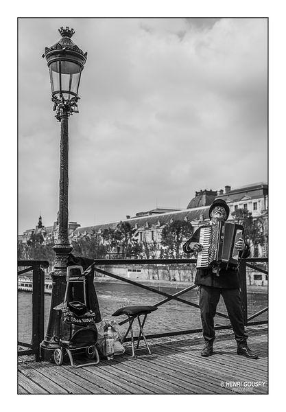 Paris - Sur le pont des arts