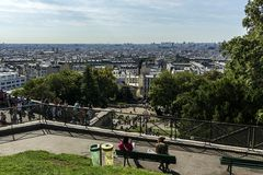 Paris zu ihren Füßen