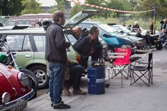 Parkplatz-Motorhaubensitzen-V03