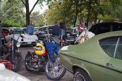 Parkplatz-Motorhaubensitzen-V04