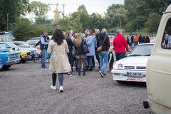 Parkplatz-Motorhaubensitzen-V05
