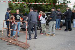 Parkplatz-Motorhaubensitzen-V06