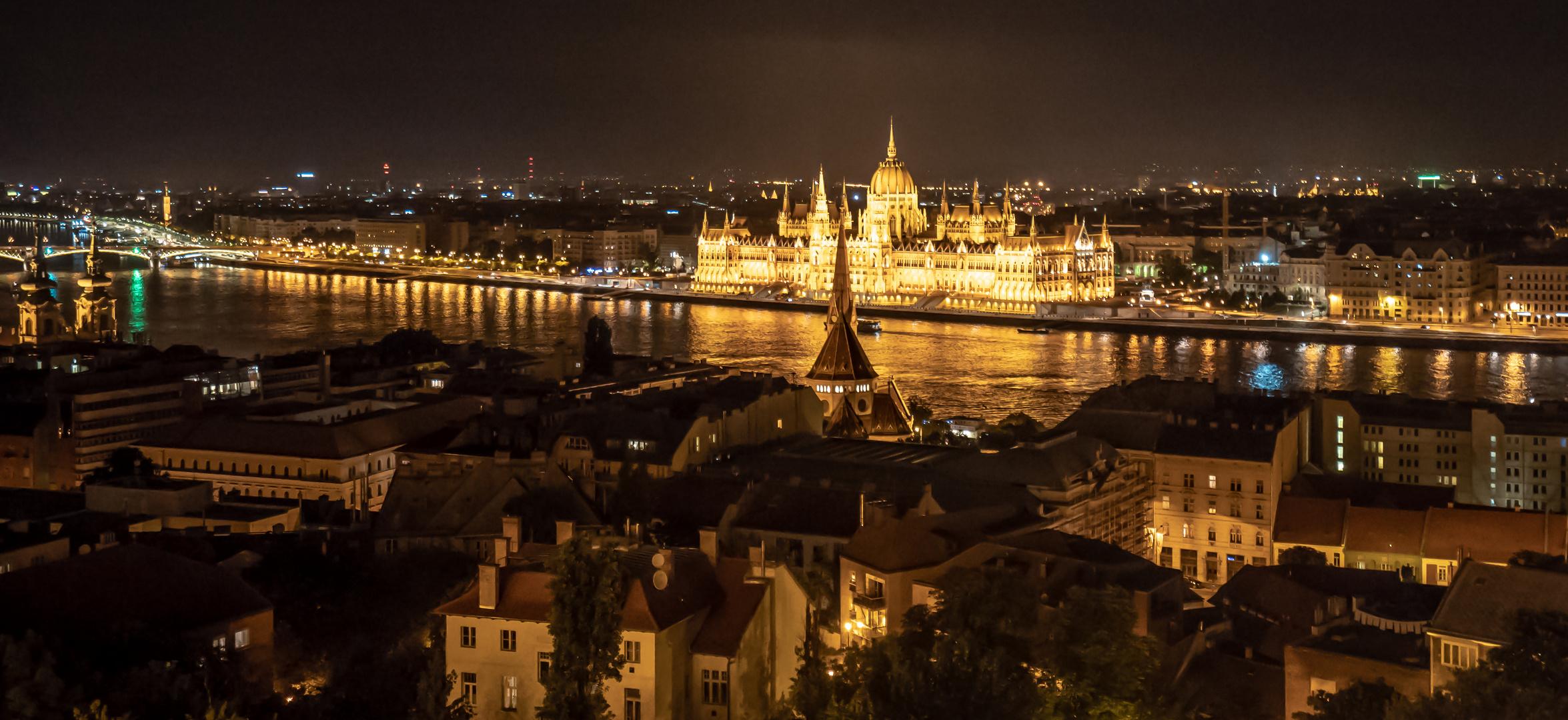 Parlament bei Nacht...