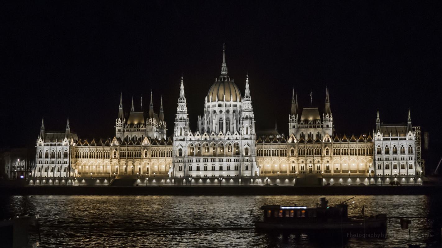 Parlament bei Nacht