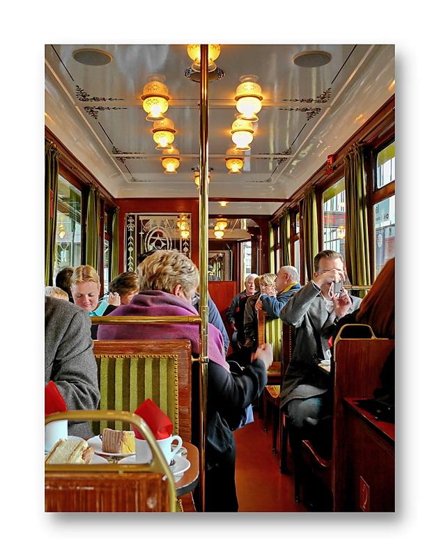 part of the  story ... Fotografiert unter uns ein Zeitreisender?