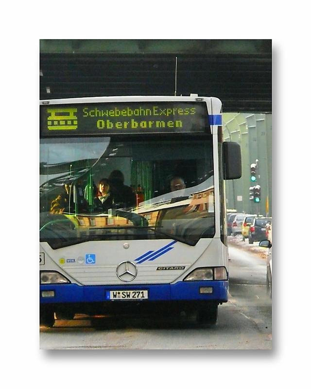 part of the <picture> story .. Schwebebahn-Express fährt als Ersatz (fast pünktlich)