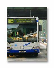 part of the picture story .. Schwebebahn-Express fährt als Ersatz (fast pünktlich)