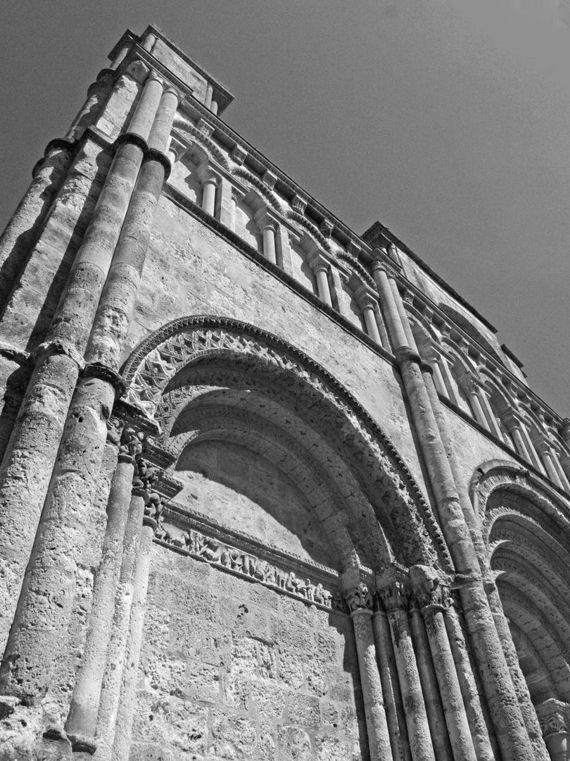 Partie nord de la façade de l'Eglise Saint-Jacques