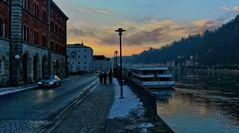 Passau am Abend an der Donau
