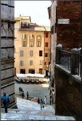Passeggiando a Siena verso il Battistero.
