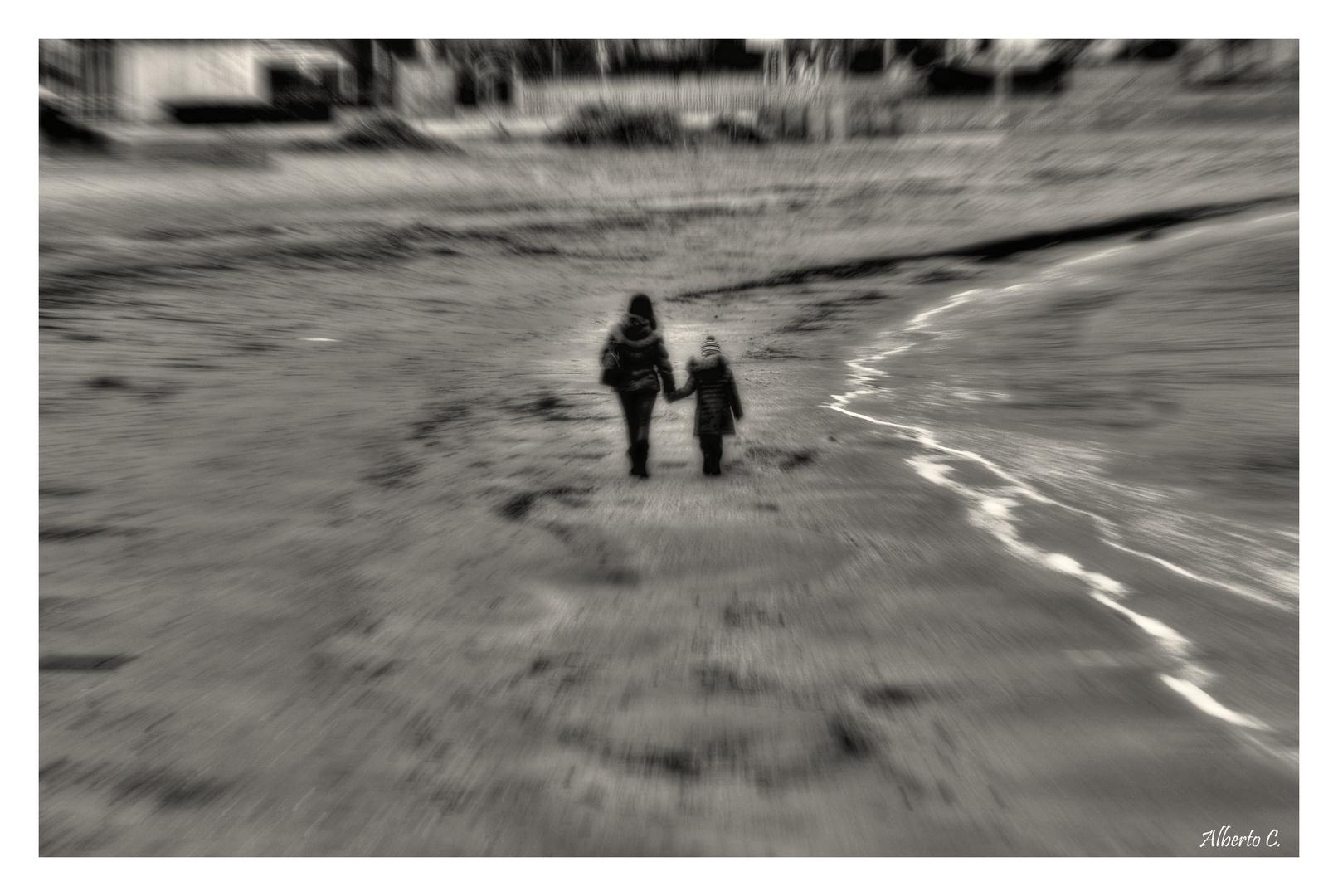Passeggiata lungo il mare