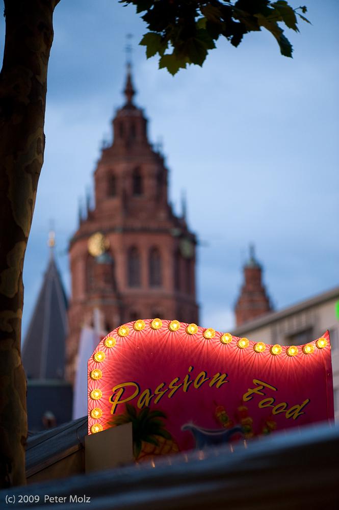Passion Food vs. monument of religion / Mainz 2009