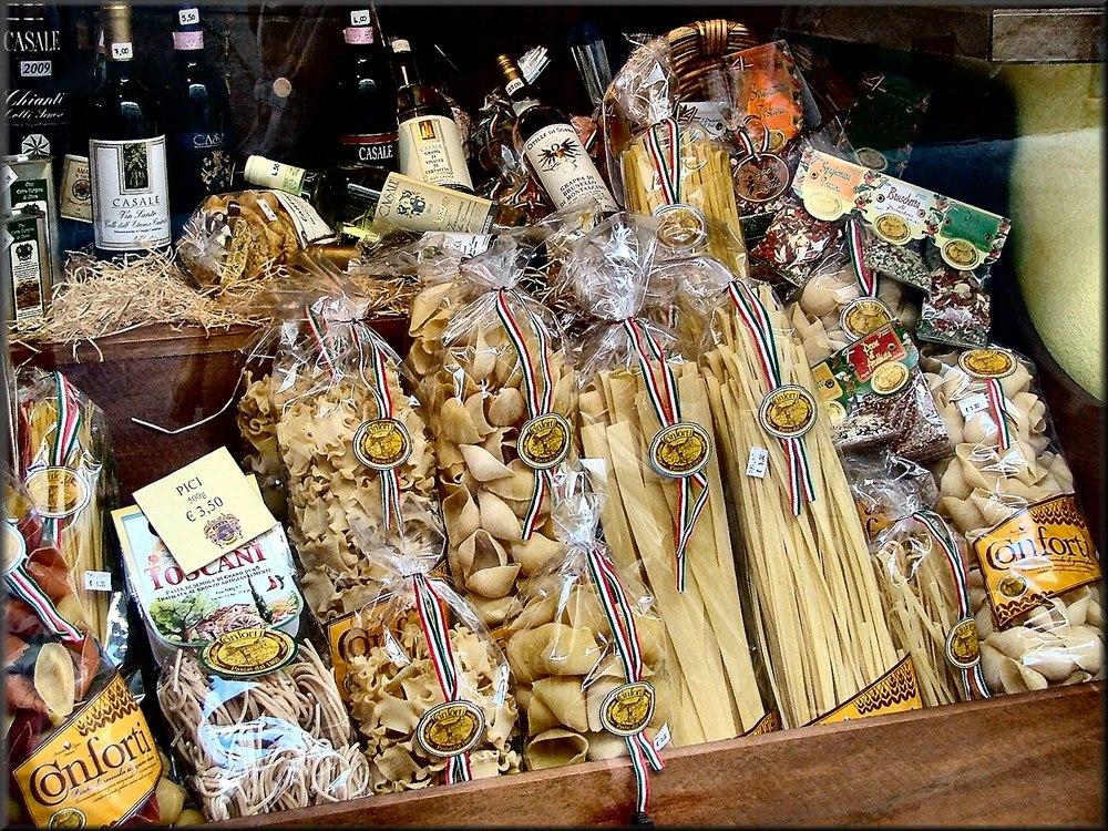 Pasta e vini a San Gimignano.