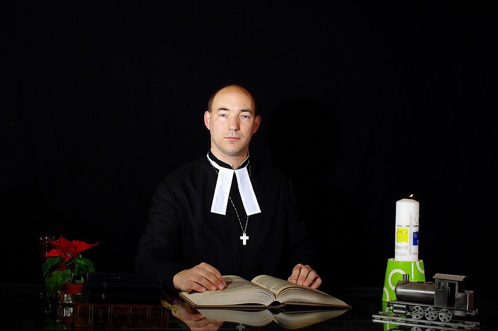 Pastor Grün beim ermitteln gestört