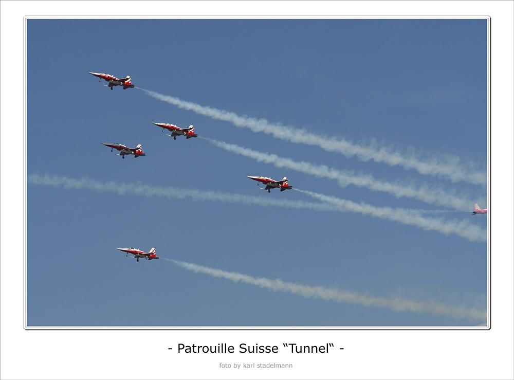"- Patrouille Suisse - ""Tunnel"""