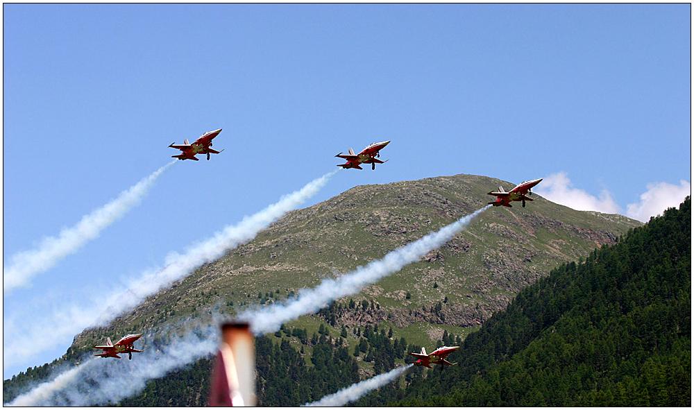 Patrouille Suisse über Samedan III
