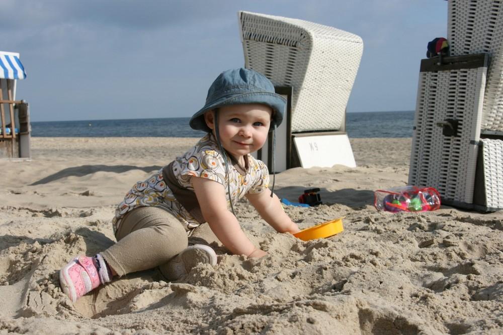 ...Paula im Sand...