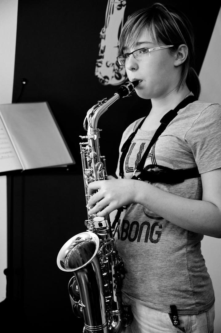 Paula mit Saxophon